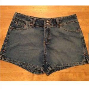 OLD NAVY Blue Jean SHORT 3 inch inseam Low waist 6